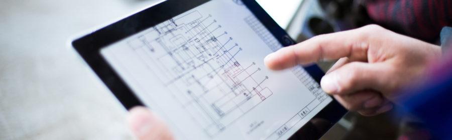catalogo prodotti Product Catalogue progettazione costruzione elettrodi electrodes production technician holds tablet with mechanical drawing